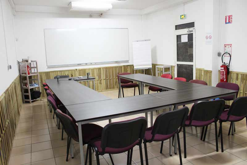 Présentation de la salle de cours numero 3 de France Formation Sécurité Réunion
